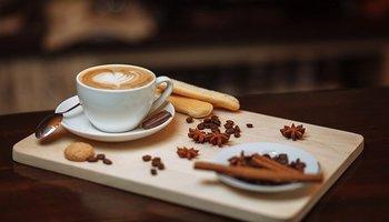 Aplikacija, ki nadomešča službeno druženje ob kavi?